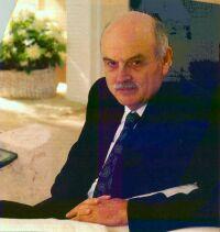 Edgar Frank Codd (1923 - 2003). Ha inventato nel 1970 il primo modello astratto per la manipolazione dei database. I sistemi relazionali sono basati sul suo modello relazionale.